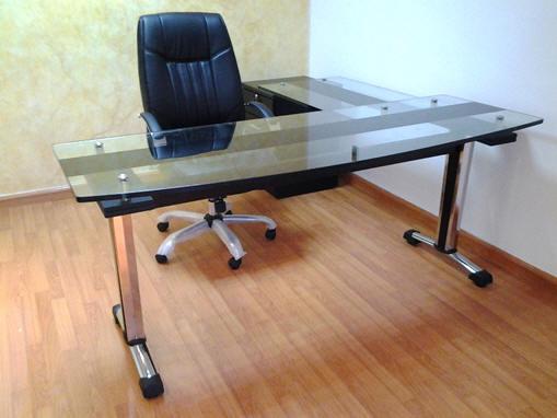Muebles y escritorios ejecutivos modernos de vidrio en ele for Escritorio de vidrio